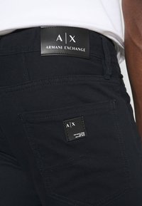 Armani Exchange - 5 POCKET PANT - Džíny Slim Fit - navy - 5