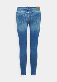 ONLY Petite - ONLSHAPE LIFE - Jeans Skinny Fit - light blue denim - 6