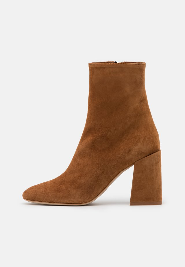 BLOCKTRONCHETTO - High heeled ankle boots - cognac