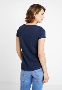 Tommy Jeans - SOFT V NECK TEE - T-shirt basic - black iris - 2