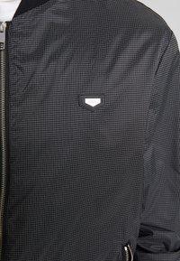 Antony Morato - FRONT ZIP AND TAPE ON SHOULDER - Bomberjakke - black - 7