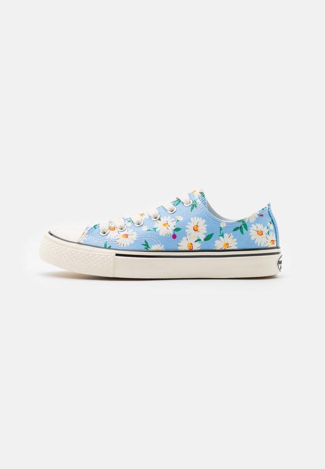 Sneakers laag - baby blau
