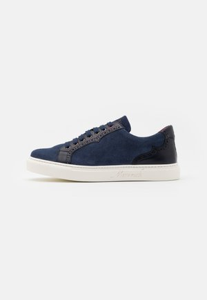 BROGUE RACING TRAINER - Sneakers laag - indigo/toledo marino