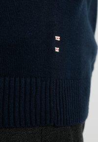 Jack & Jones - JJEBASIC - Stickad tröja - navy blazer - 5