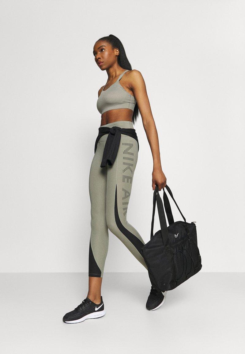 Nike Performance - ONE TOTE - Sportovní taška - black/white