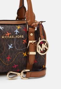 MICHAEL Michael Kors - BEDFORD LEGACYXS DUFFLE XBODY AIRPLANESMK SIG SEMI LUX SM - Handtas - brown multi-coloured - 4