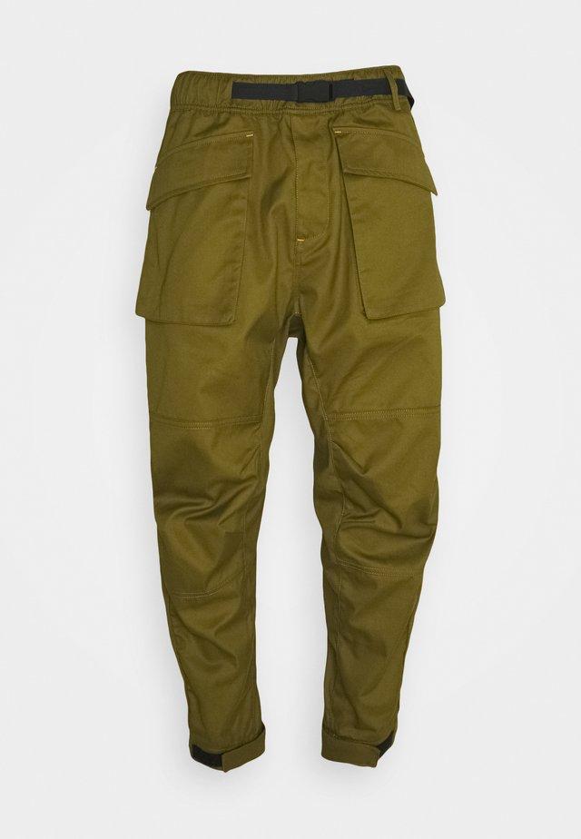 Pantaloni cargo - dark moss