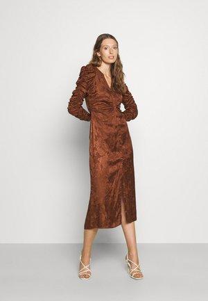 BUTTON DRESS - Cocktailkleid/festliches Kleid - brown