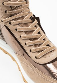 Kennel + Schmenger - ICON - Baskets montantes - brass/leon/moc - 2