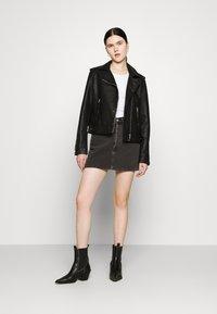 Levi's® - RIBCAGE SKIRT - Spódnica mini - washed noir black - 1