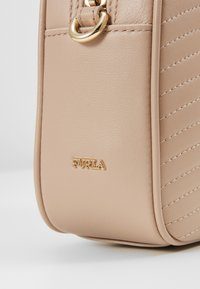 Furla - SWING MINI CROSSBODY - Borsa a tracolla - nude - 6