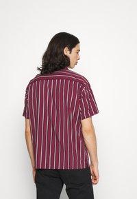Jack & Jones PREMIUM - JPRBLASTRIPE RESORT SHIRT - Shirt - zinfandel - 2