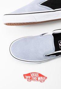 Vans - CLASSIC UNISEX - Slip-ons - zen blue/black - 7