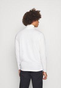 Jack & Jones PREMIUM - JPRBLASTRETCH ROLL NECK TEE - Långärmad tröja - white - 3