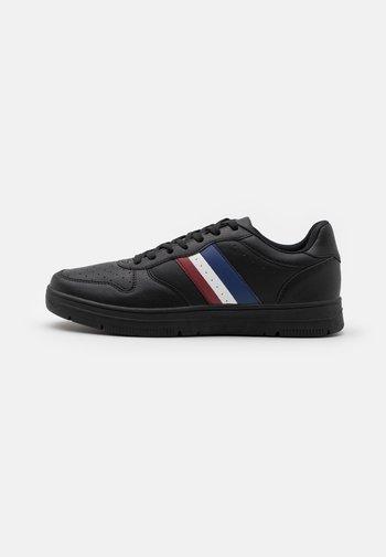 HAYWARD 3.0 - Sneakers - black/red sports stripe