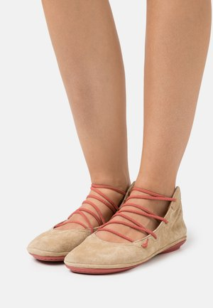 RIGHT NINA - Varrelliset ballerinat - medium beige