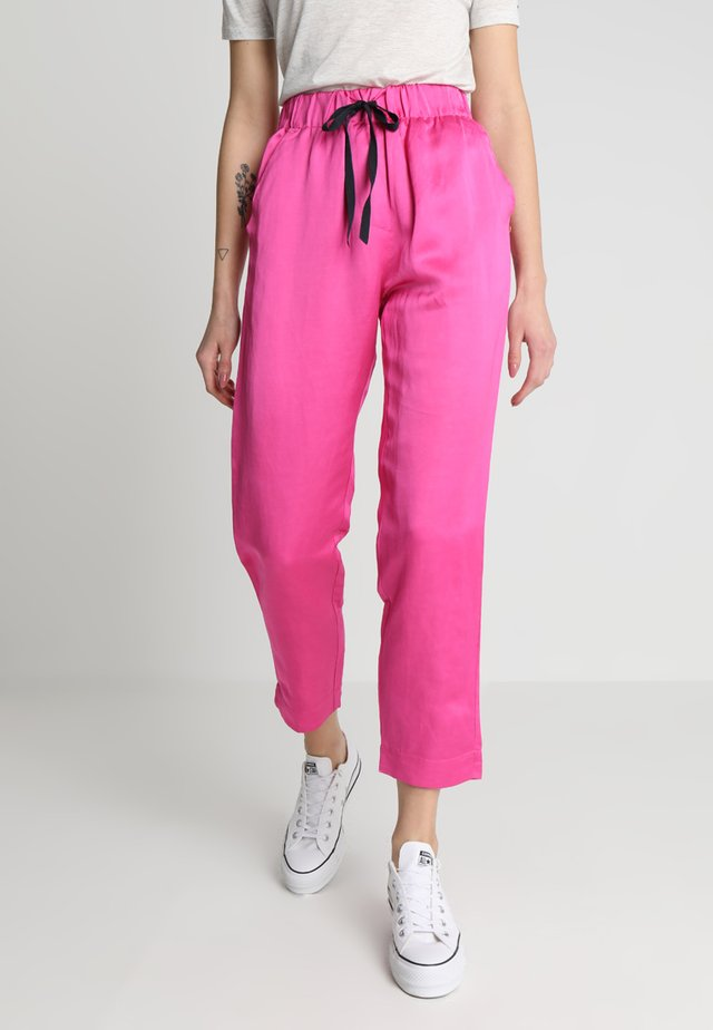 TAILORED PANTS - Kalhoty - electric pink