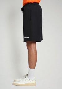 Napapijri - NASAN - Shorts - black - 2