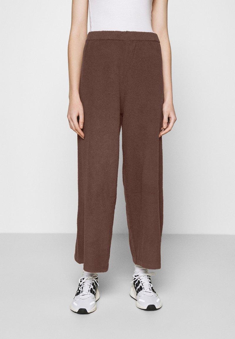 Monki - CALAH TROUSERS - Trousers - brown