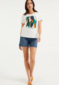 WE Fashion - Print T-shirt - off-white - 1