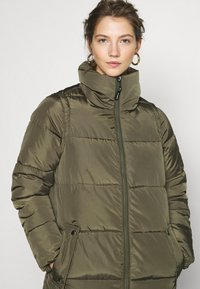 ONLY - ONLISABEL X-LONG 2IN1 PUFFER  - Winter coat - kalamata - 7