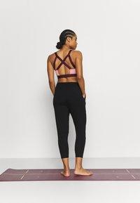Curare Yogawear - 7/8 PANTS - Pantaloni sportivi - black - 2
