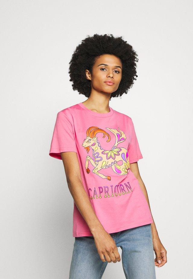 LEO - T-shirts med print - pink