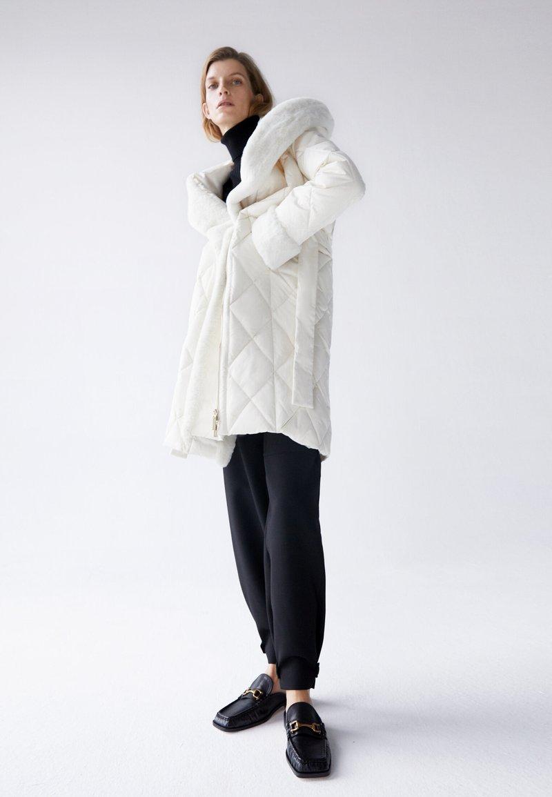 Uterqüe - Classic coat - white
