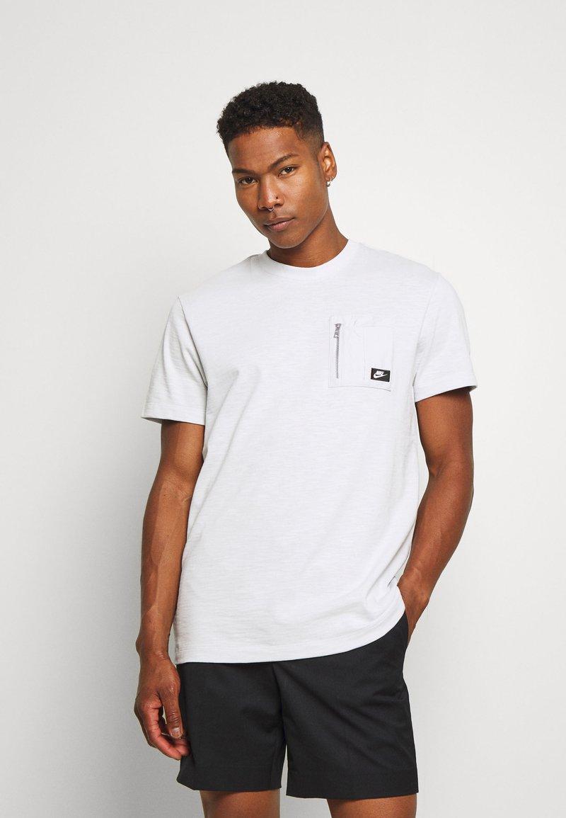 Nike Sportswear - T-shirt basic - photon dust
