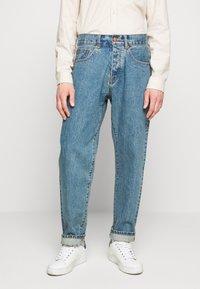 Han Kjøbenhavn - Relaxed fit jeans - heavy stone - 0