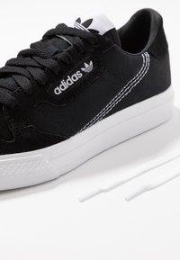 adidas Originals - CONTINENTAL VULC  - Zapatillas - cblack/ftwwht/cblack - 6