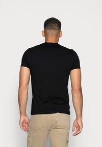 Calvin Klein Jeans - MIRRORED MONOGRAM SLIM TEE - T-shirts print - black/white - 2