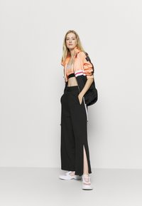 NU-IN - WIDE LEG SPLIT SEAM PANTS - Trainingsbroek - black - 1