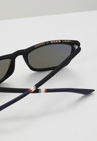 Superdry - ALUMNI - Sluneční brýle - rubberised black/triple fade mirror - 1
