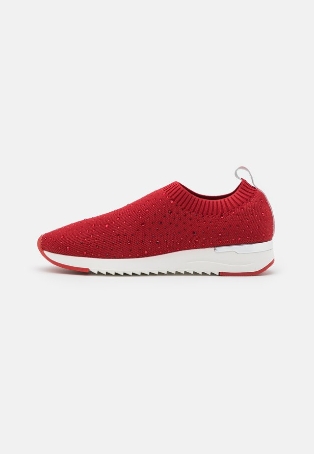 WOMS SLIP-ON - Instappers - red