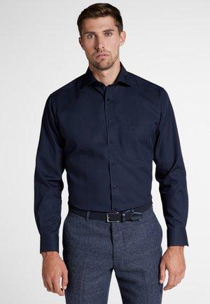 MODERN FIT - Formal shirt - marine blue