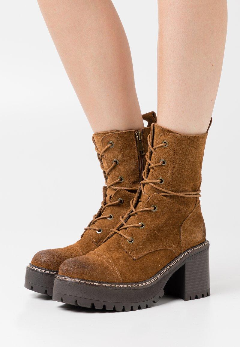 Coolway - JORDAN - Platform ankle boots - brown