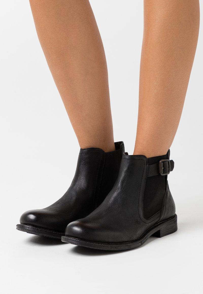 Levi's® - MAINE CHELSEA - Kotníková obuv - regular black