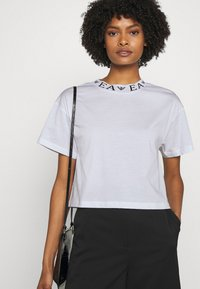 Emporio Armani - Basic T-shirt - white - 3