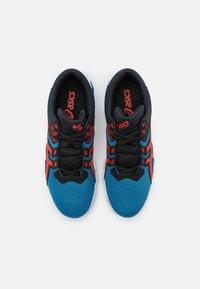 ASICS - GEL-QUANTUM 90 2 - Chaussures de running neutres - electric blue/fiery red - 3