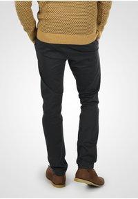 INDICODE JEANS - Chino kalhoty - black - 2