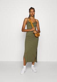 Even&Odd - Basic Strappy Maxikleid - Maxi dress - khaki - 1