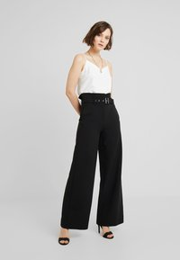 4th & Reckless - BRADY TROUSER - Trousers - black - 1