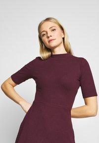 Anna Field - BASIC - Žerzejové šaty - winetasting - 3