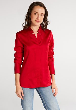 FITTED WAIST - Button-down blouse - rot