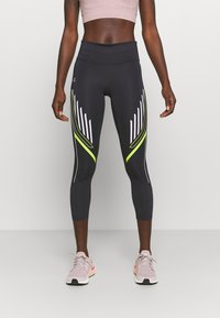 Under Armour - QUALIFIER GRAPHIC CROP - Medias - blackout purple - 0