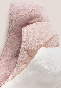 OYSHO - 3 PAIRS HEART - Trainer socks - light pink - 5