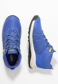 Keen - EXPLORE MID WP - Vaelluskengät - amparo blue/bright yellow - 1