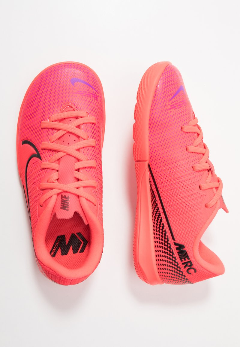 Nike Performance - MERCURIAL JR VAPOR 13 ACADEMY IC UNISEX - Indoor football boots - laser crimson/black