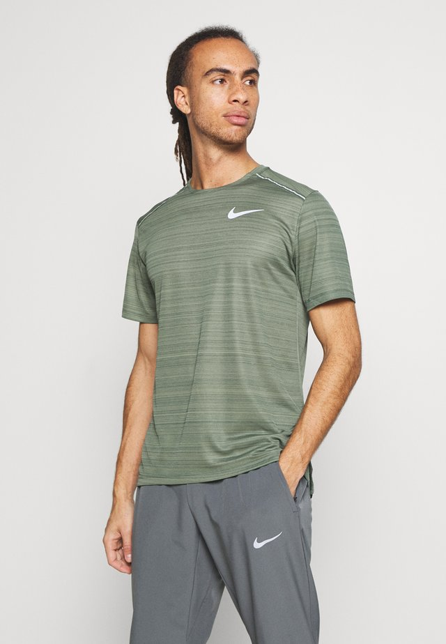 DRY MILER - Print T-shirt - juniper fog/juniper fog/reflective silver